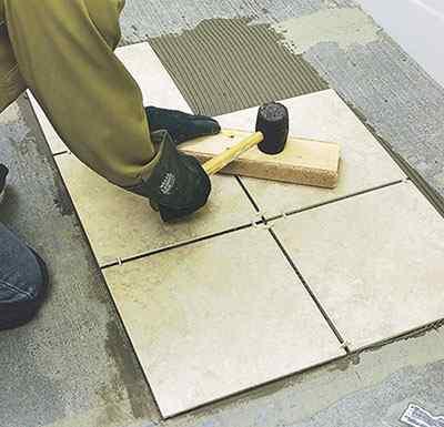 Как правильно укладывать керамическую плитку на пол