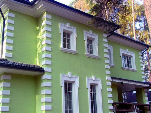 dom-s-fasadnym-dekorom