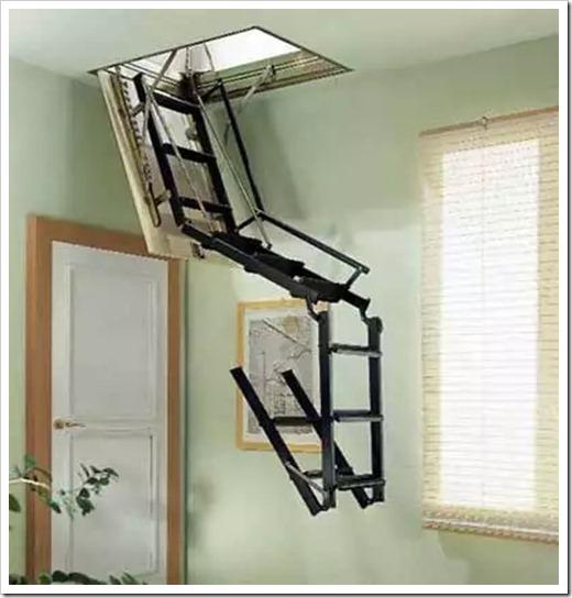Как лестница удерживается в дверном проёме?