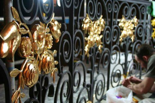 как покрасить кованые ворота