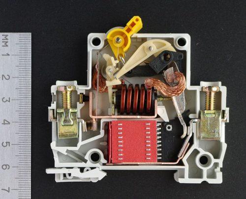 Как подключить трехполюсный автомат