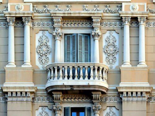 Виды декоративных элементов фасада зданий