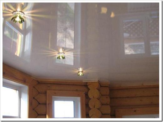 Негативные аспекты использования натяжных потолков в деревянном доме